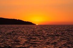 Nascer do sol bonito na costa Fotos de Stock Royalty Free