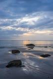 Nascer do sol bonito na praia de Hua Hin Fotos de Stock Royalty Free