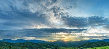 Nascer do sol bonito no amanhecer Fotos de Stock Royalty Free