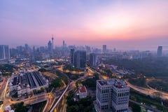 Nascer do sol bonito no centro de cidade de Kuala Lumpur Fotos de Stock Royalty Free
