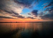 Nascer do sol bonito no delta de Danúbio, Romênia Natureza, horizontal imagens de stock