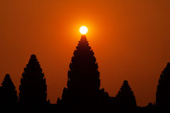 Nascer do sol bonito no templo de Angkor Wat Imagens de Stock Royalty Free