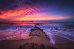 Nascer do sol bonito sobre o mar fotografia de stock royalty free
