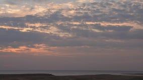 Nascer do sol bonito sobre o mar vídeos de arquivo