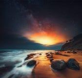 Nascer do sol bonito sobre o mar, abstrato foto de stock