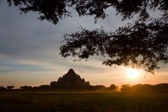 Nascer do sol cênico acima de Bagan em Myanmar Imagens de Stock Royalty Free