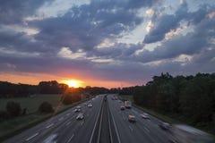 Nascer do sol cênico sobre a estrada alemão fotos de stock royalty free