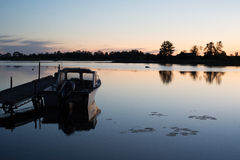 Nascer do sol calmo do barco Foto de Stock