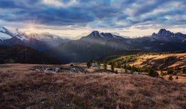 Nascer do sol colorido Selva di Cadore Região da dolomite de Itália Fotografia de Stock Royalty Free