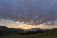 Nascer do sol com as nuvens em Drakensberg Fotografia de Stock Royalty Free