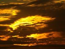 Nascer do sol com a luz que começa sair Fotos de Stock Royalty Free