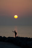 Nascer do sol com uma silhueta de um pescador, Caorle, Itália, Fotos de Stock