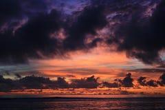 Nascer do sol completamente das cores Imagens de Stock