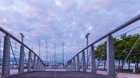 Nascer do sol cor-de-rosa e fuzileiro naval no cais de Ouchy Imagem de Stock Royalty Free