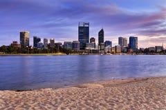 Nascer do sol da areia do rio do cbd de PERTH Imagem de Stock Royalty Free