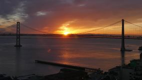 Nascer do sol da manhã sobre San Francisco Bay Bridge video estoque