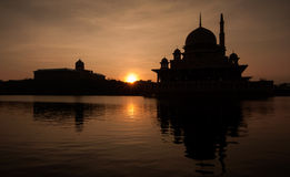 Nascer do sol da mesquita Putrajaya de Putrajaya Fotos de Stock