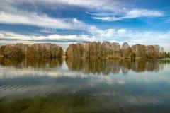 Nascer do sol da mola sobre o lago Fotografia de Stock Royalty Free