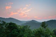 Nascer do sol da montanha fotos de stock royalty free