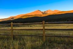 Nascer do sol da montanha rochosa Fotografia de Stock Royalty Free