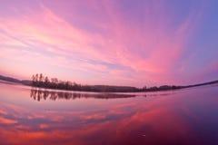 Nascer do sol da paisagem do lago foto de stock