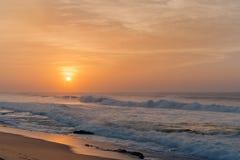 Nascer do sol da praia da rocha de sal Imagens de Stock Royalty Free