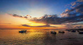Nascer do sol da praia do DUA de Nusa Foto de Stock Royalty Free