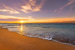 Nascer do sol da praia do oceano fotos de stock