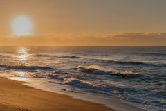 Nascer do sol da praia da rocha de sal Foto de Stock Royalty Free