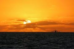 Nascer do sol de Key West visto do cais branco da rua Fotos de Stock Royalty Free