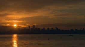 Nascer do sol de Vancôver sobre a baía inglesa 4K UHD vídeos de arquivo