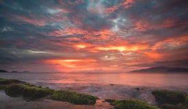 Nascer do sol de Vietname da baía de Nha Trang Imagem de Stock