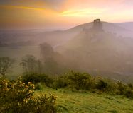 Nascer do sol do castelo de Corfe imagens de stock royalty free