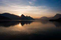 Nascer do sol do lago Imagem de Stock Royalty Free