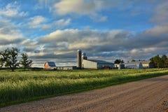 Nascer do sol do local da exploração agrícola Fotos de Stock Royalty Free