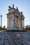 Nascer do sol do ritmo do della de Arco (Porta Sempione) em Milan Italy Travelin Fotos de Stock Royalty Free