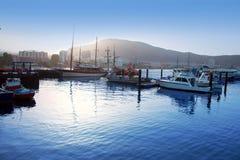 Nascer do sol do veleiro do porto do porto do Los Cristianos em Adeje foto de stock