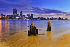 Nascer do sol dos polos do rio da cidade de Perth Foto de Stock Royalty Free