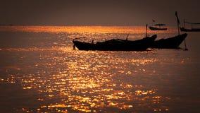 Nascer do sol dourado em Rayong Tailândia Imagens de Stock