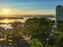 Nascer do sol dourado no oceano no Columbia Britânica Imagem de Stock Royalty Free