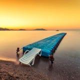 Nascer do sol dourado sobre o mar Fotografia de Stock