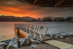 Nascer do sol dramático em uma praia de Eilat Fotos de Stock Royalty Free