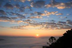 Nascer do sol e névoa Fotografia de Stock