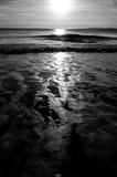 Nascer do sol e ondas Imagens de Stock