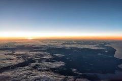Nascer do sol em 35.000 Imagem de Stock