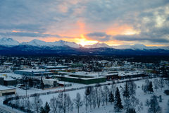 Nascer do sol em Alaska sobre Anchorage Fotos de Stock