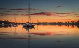 Nascer do sol em Burnett River imagens de stock royalty free