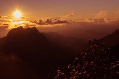 Nascer do sol em Doi Luang Chiangdao Imagens de Stock
