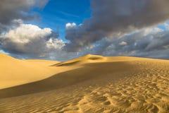 Nascer do sol em dunas de Maspalomas, Gran Canaria, Espanha Fotos de Stock Royalty Free