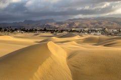 Nascer do sol em dunas de Maspalomas, Gran Canaria, Espanha Imagens de Stock Royalty Free